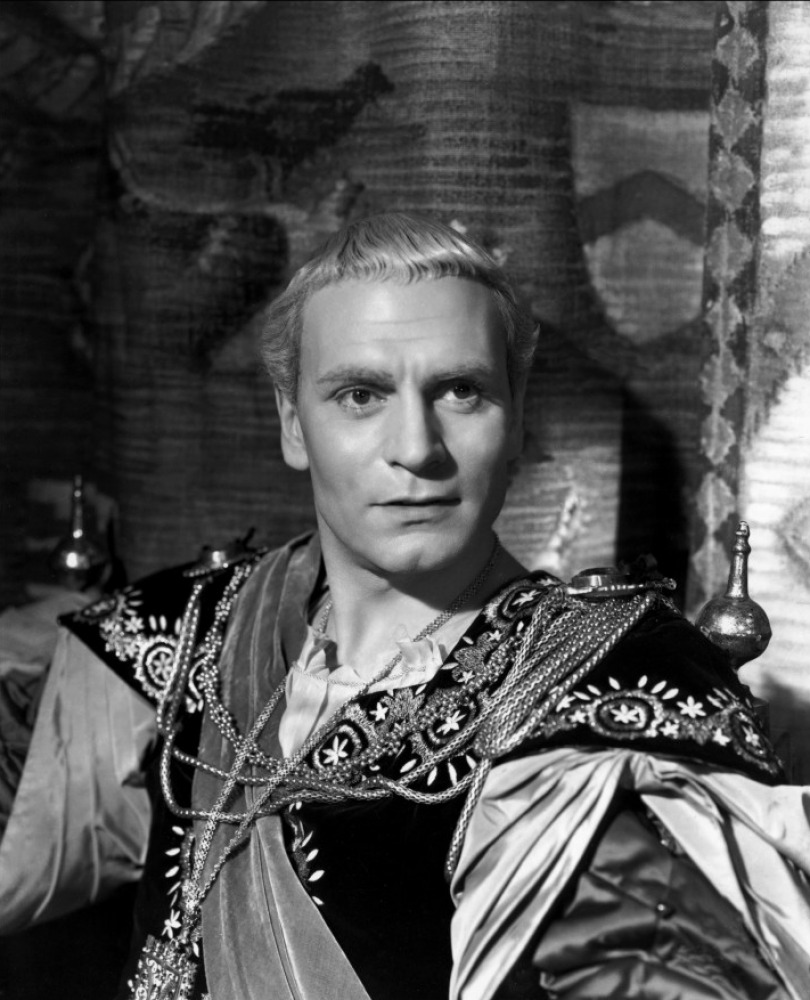 laurence olivier essay Laurence olivier, actor: rebecca laurence olivier could speak william shakespeare's lines as naturally as if he were actually thinking them, said english playwright charles bennett, who met olivier in 1927.